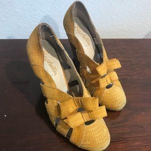 Seychelles yellow suede heels